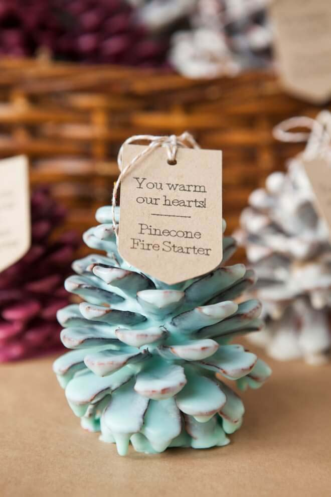 DIY Pinecone Fire Starter Favors #Christmas #blue #decorations #decorhomeideas