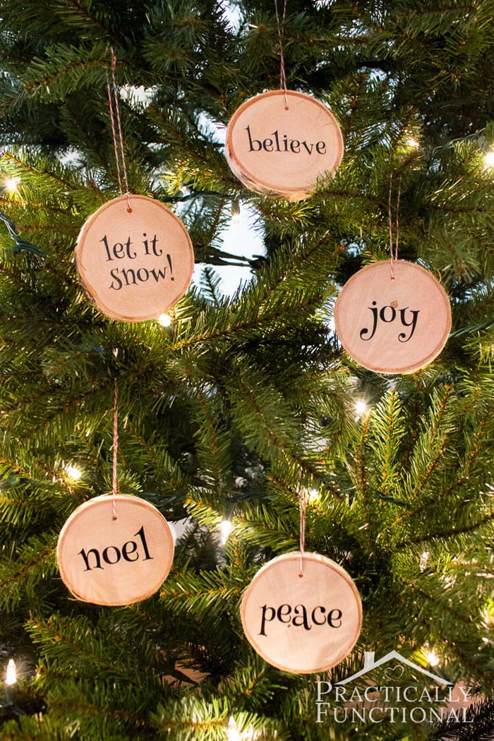 DIY Wood Slice Christmas Ornaments #Christmas #rustic #ornaments #decorhomeideas