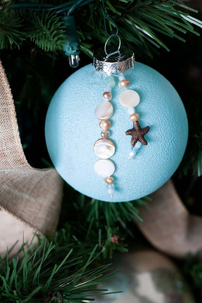 Easy DIY Coastal Christmas Ornaments #diy #coastal #christmas #decorhomeideas