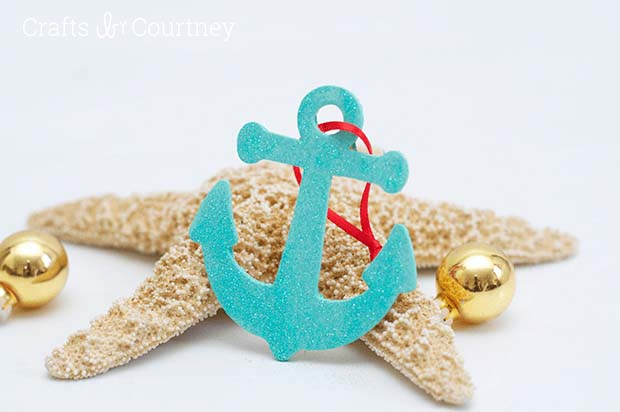 Easy DIY Wood Anchor Ornaments #diy #coastal #christmas #decorhomeideas