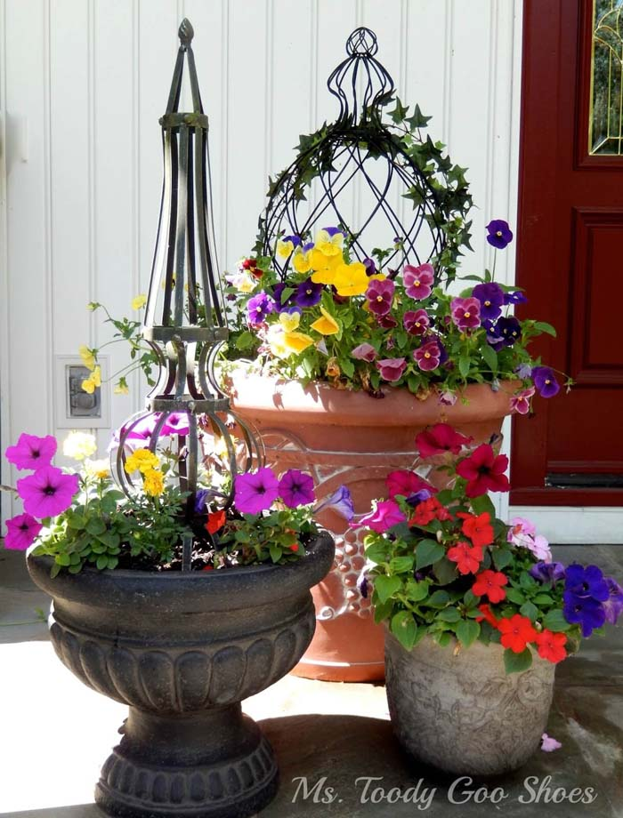 Eclectic Summer Flower Pot Trio #flowerpot #frontdoor #frontporch #decorhomeideas