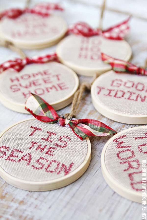 Faux Cross Stitch Hoop Ornaments #Christmas #rustic #ornaments #decorhomeideas