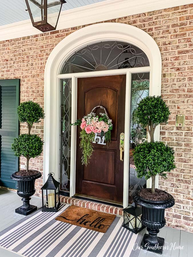 Faux Topiaries for the Front Porch #flowerpot #frontdoor #frontporch #decorhomeideas