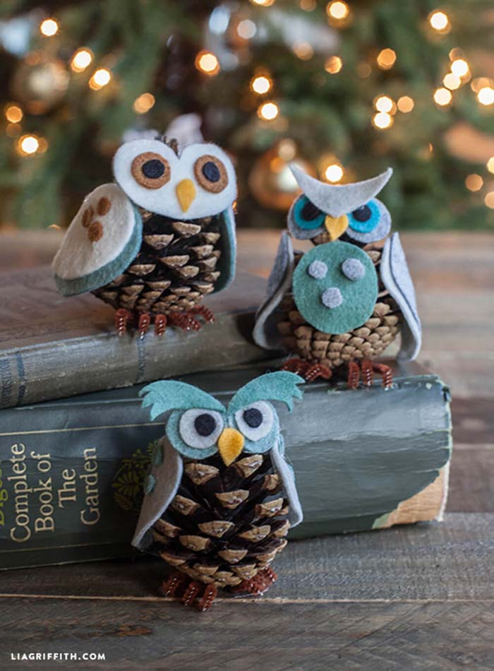 Felt And Pine Cone Owl Ornaments #Christmas #rustic #ornaments #decorhomeideas