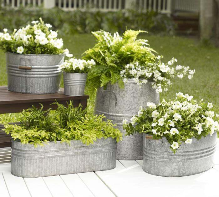 Galvanized Metal Flower and Fern Planters #flowerpot #frontdoor #frontporch #decorhomeideas