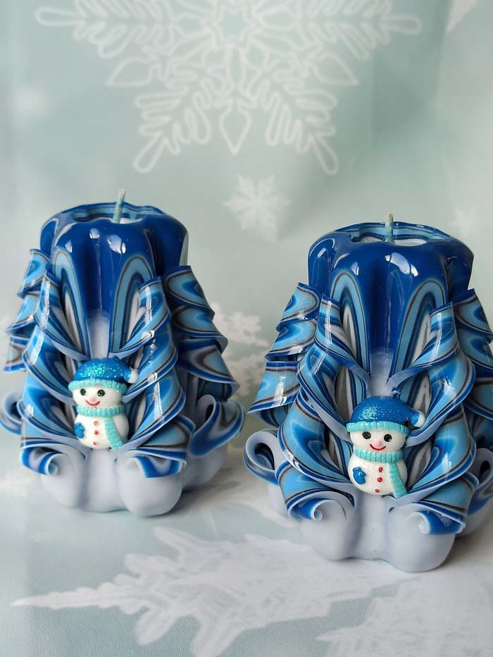 Hand Carved Christmas Candles #Christmas #blue #decorations #decorhomeideas
