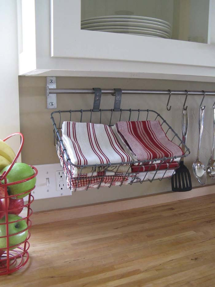 Hang a Rod under Your Cabinets #kitchen #countertop #organization #decorhomeideas