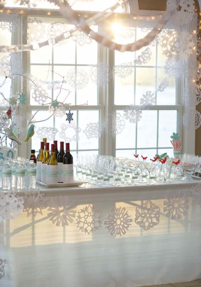 Happily Hosting for the Holidays #Christmas #window #decorations #decorhomeideas