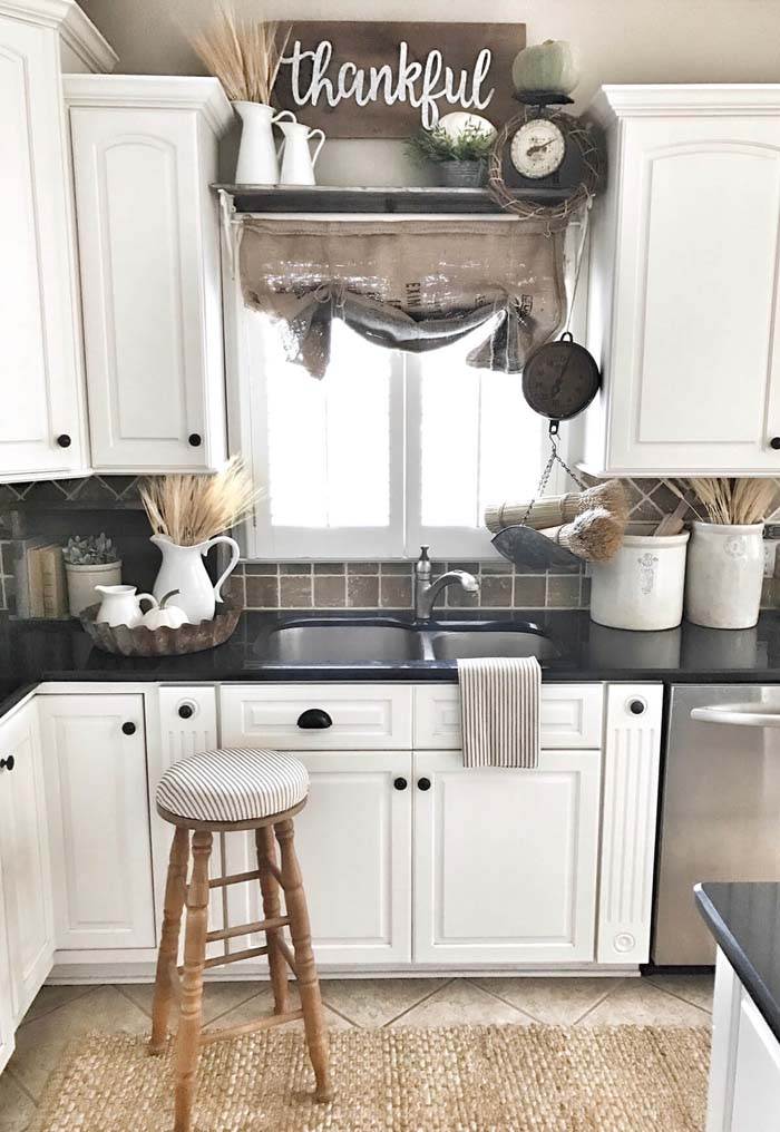 High Contrast Kitchen Cabinets with Black Accents #farmhouse #kitchen #cabinet #decorhomeideas