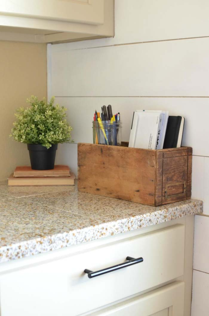 Kitchen Countertop Organizing Idea for Notes #kitchen #countertop #organization #decorhomeideas