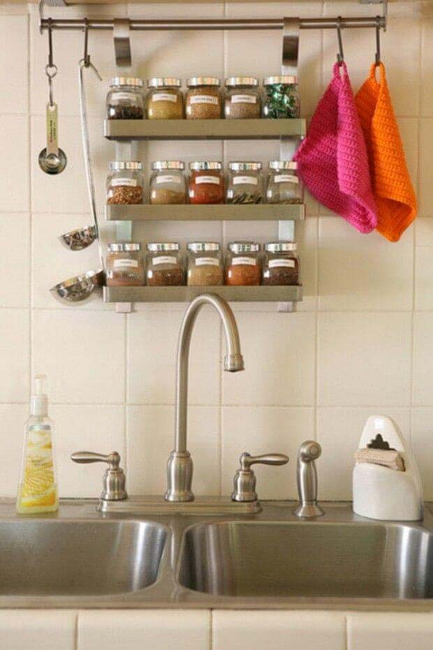Kitchen Countertop Organizing Idea for Spices #kitchen #countertop #organization #decorhomeideas