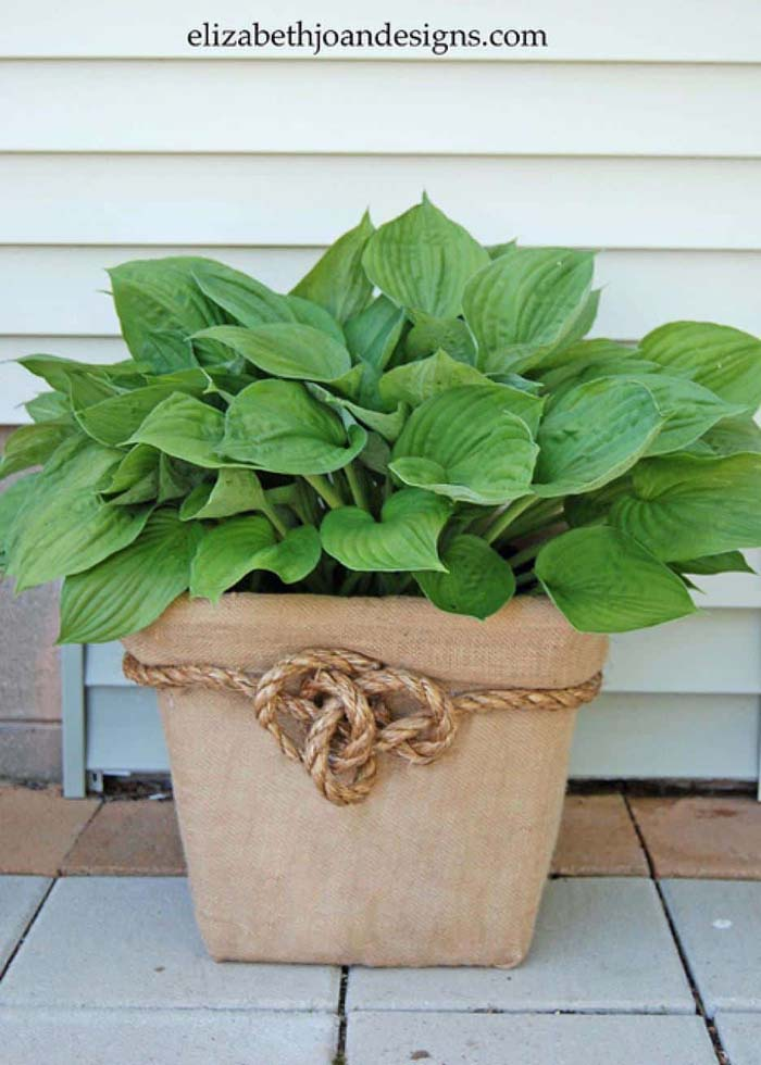 Laundry Basket Planter #flowerpot #frontdoor #frontporch #decorhomeideas