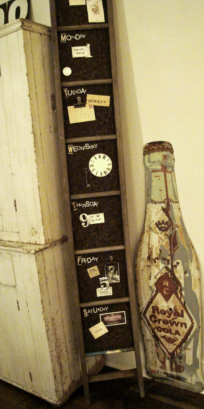 Leaning Corner Note and Inspiration Board #diy #ladder #repurpose #decorhomeideas