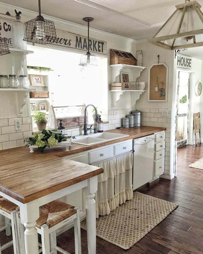 Lightly Rustic Off-White Farmhouse Kitchen Cabinets #farmhouse #kitchen #cabinet #decorhomeideas