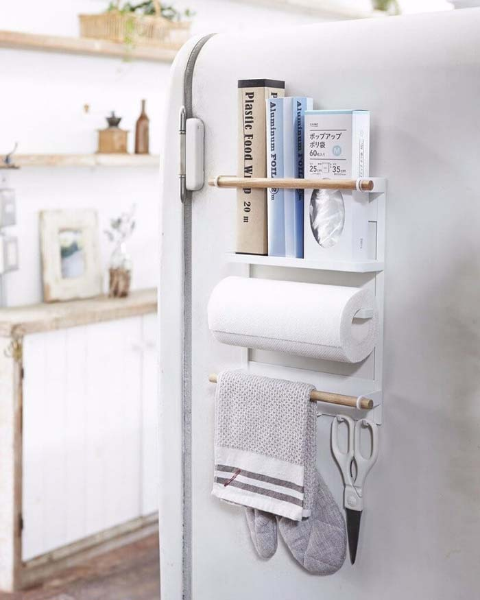 Magnetic Kitchen Organizer with Paper Towel Holder #smallkitchen #storage #organization #decorhomeideas