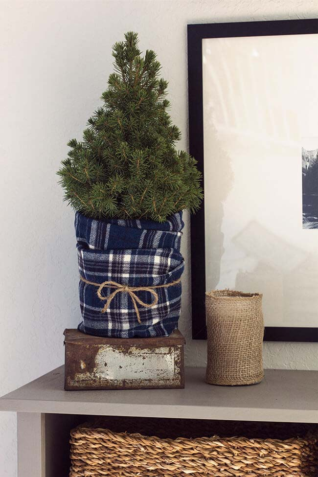 Mini Christmas Tree Wrapped in Blue Flannel #Christmas #blue #decorations #decorhomeideas