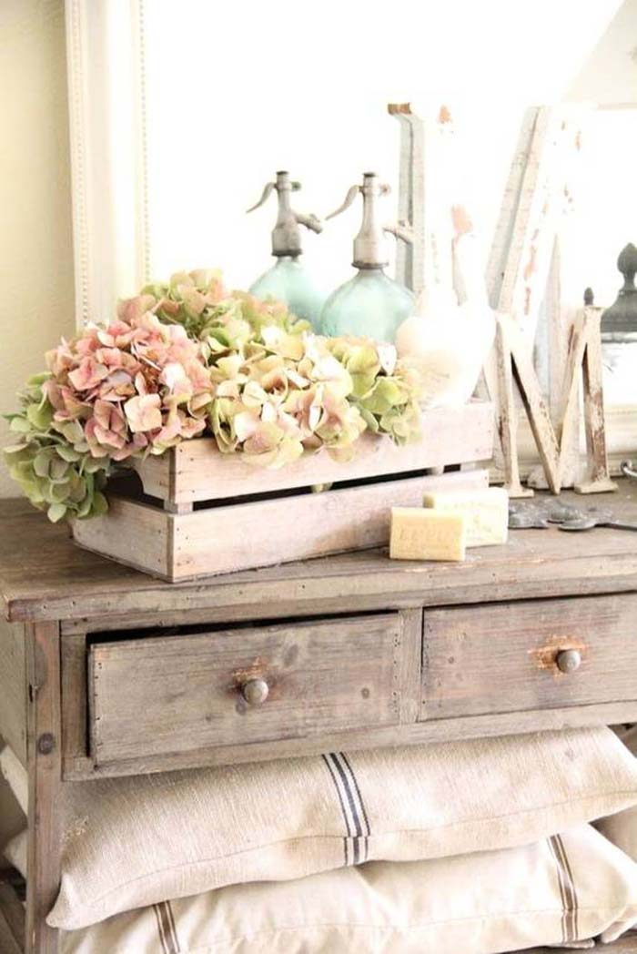 Mini Packing Crate Vanity Organizer #bedroom #vintage #decor #decorhomeideas
