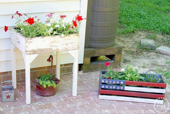 Old Drawer Flower Box #flowerpot #frontdoor #frontporch #decorhomeideas