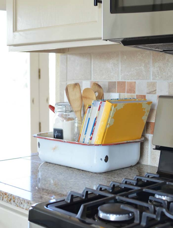 Old Washpan to Hold Cookbooks and Utensils #kitchen #countertop #organization #decorhomeideas