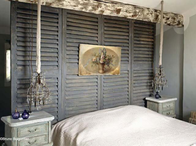 Old-world Style Headboard And Room Divider #bedroom #vintage #decor #decorhomeideas