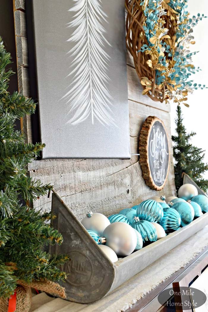 Overflowing Ornaments of Holiday Joy #Christmas #blue #decorations #decorhomeideas