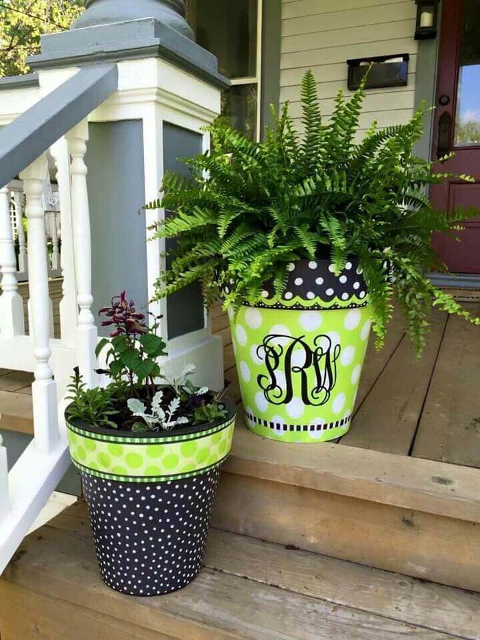 Painted Monogram Porch Planter Duo #flowerpot #frontdoor #frontporch #decorhomeideas
