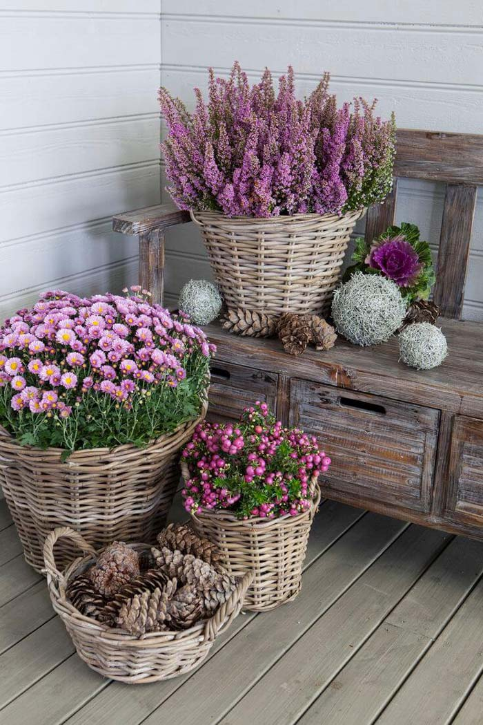 Pretty Wicker Basket Flower Pots #flowerpot #frontdoor #frontporch #decorhomeideas