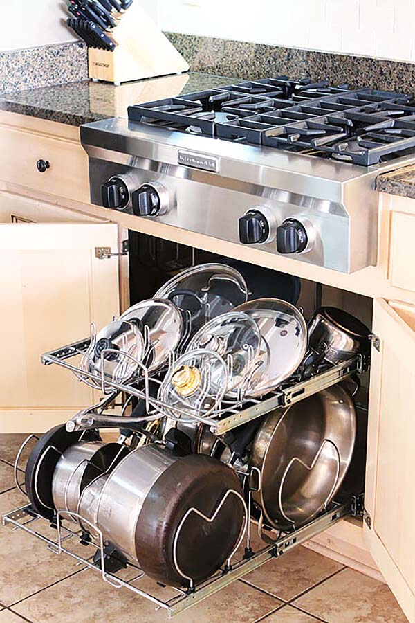 Pull-Out Pot Rack and Lid Organizer #smallkitchen #storage #organization #decorhomeideas