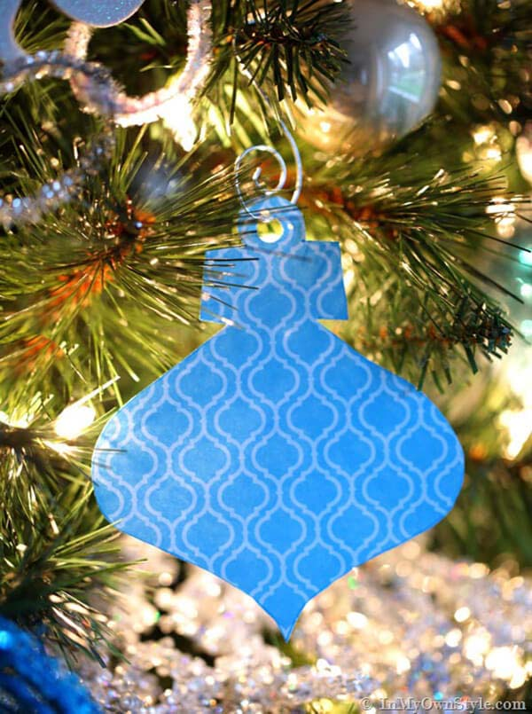 Semi-Handmade Paper Christmas Ornaments #Christmas #blue #decorations #decorhomeideas