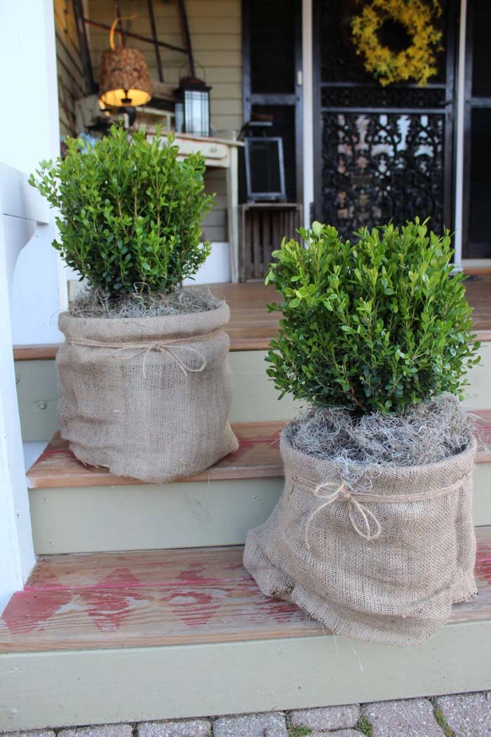 Shabby Chic Burlap and Twine Planter #flowerpot #frontdoor #frontporch #decorhomeideas