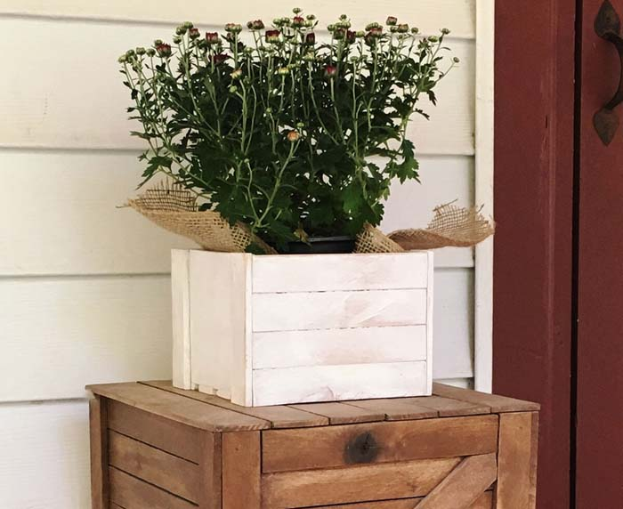 Small Planked Wooden Farmhouse Planter #flowerpot #frontdoor #frontporch #decorhomeideas
