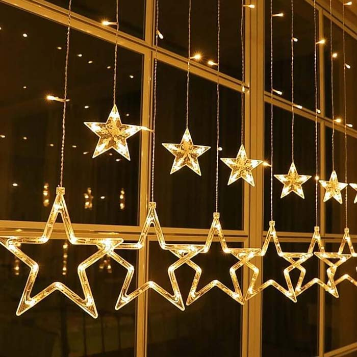 A Star-Studded View to Illuminate Your Holiday #Christmas #window #decorations #decorhomeideas