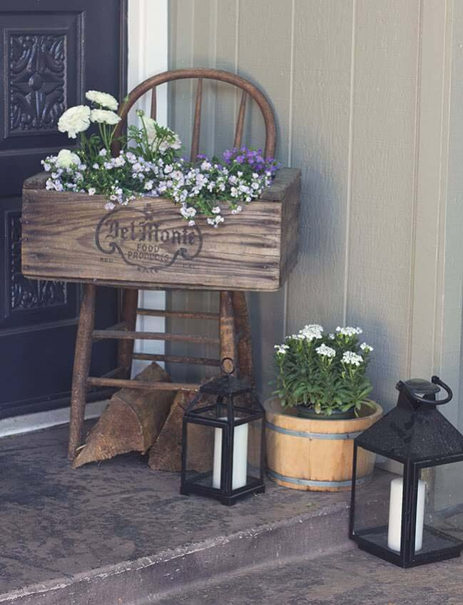 Stenciled and Stained Wooden Planter Box #flowerpot #frontdoor #frontporch #decorhomeideas