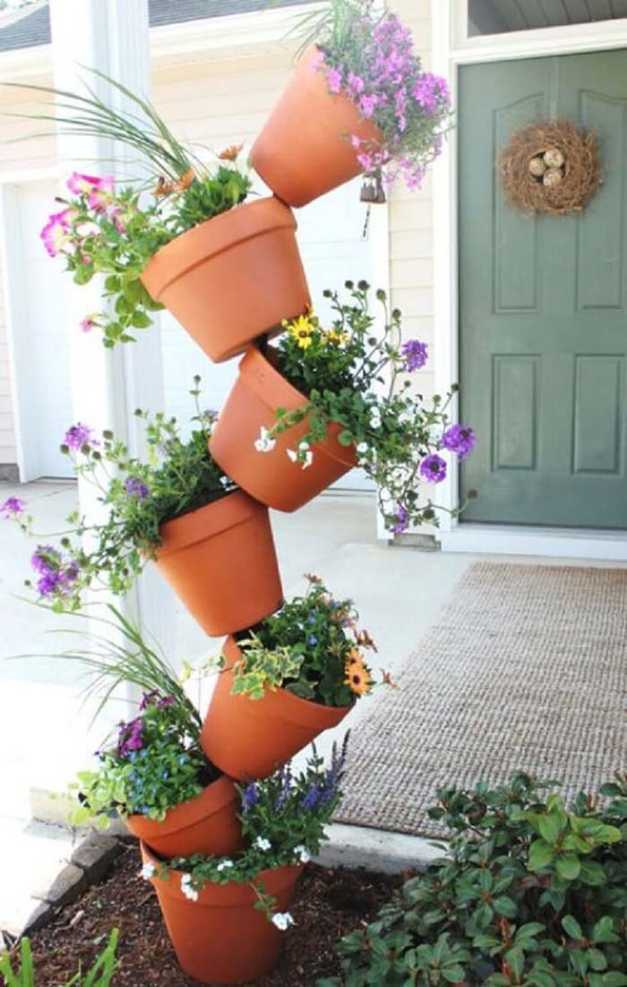 Topsy Turvy Flower Pot Display #flowerpot #frontdoor #frontporch #decorhomeideas