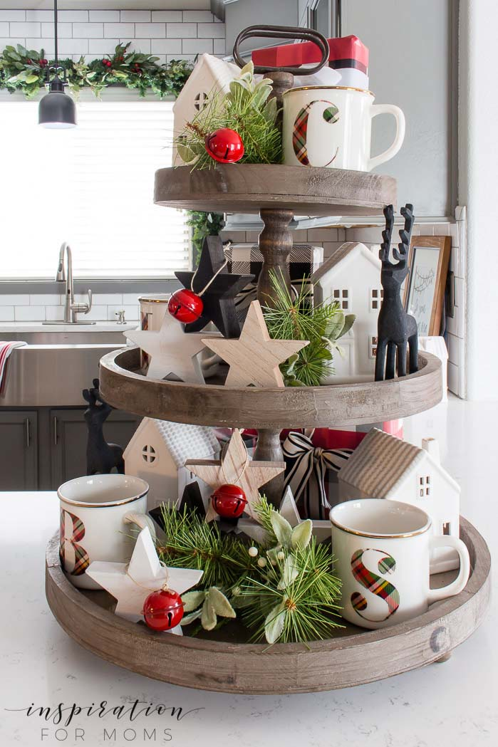 Touch of Red Festive Christmas Tiered Tray #tieredtray #Christmas #decorhomeideas