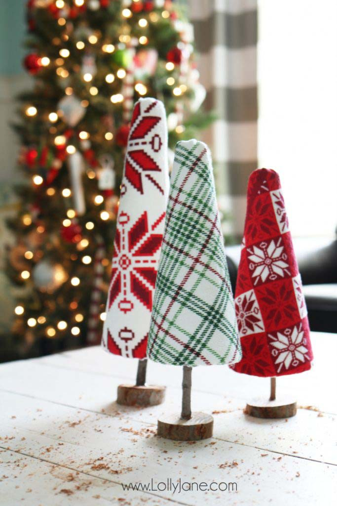 Ugly Sweater Christmas Tree #Christmas #tree #crafts #decorhomeideas