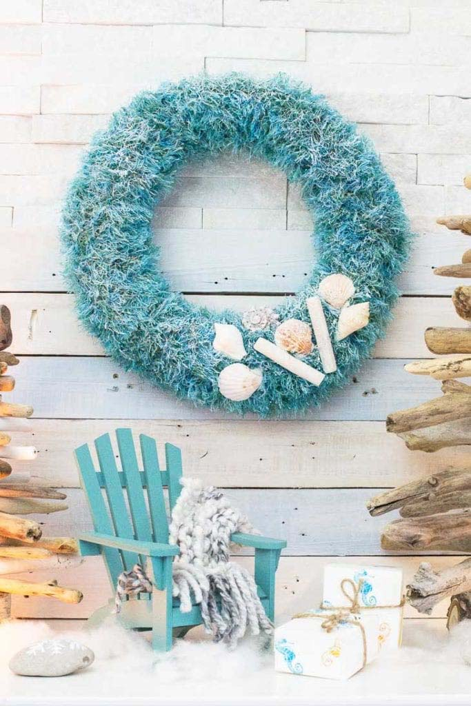 Upcycled Coastal Christmas Wreath #diy #coastal #christmas #decorhomeideas