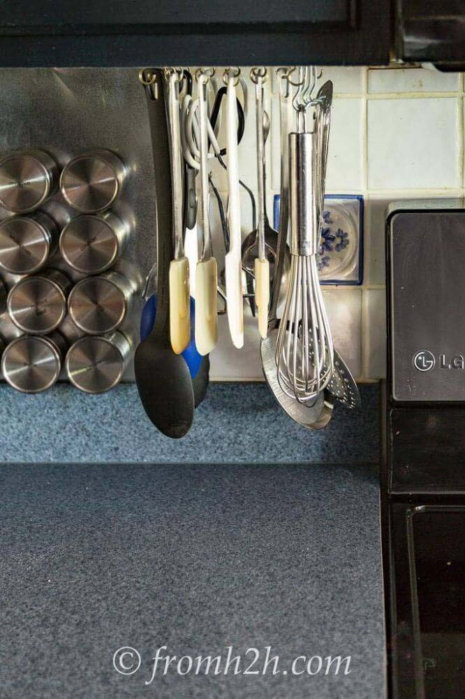 Use Cup Hooks to Hang Utensils #kitchen #countertop #organization #decorhomeideas