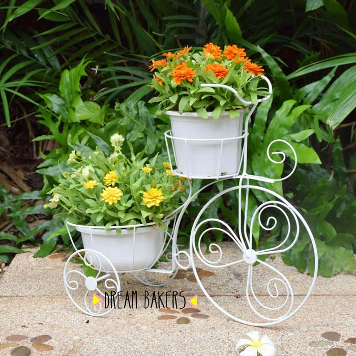Vintage Metal Bicycle Planter #flowerpot #frontdoor #frontporch #decorhomeideas