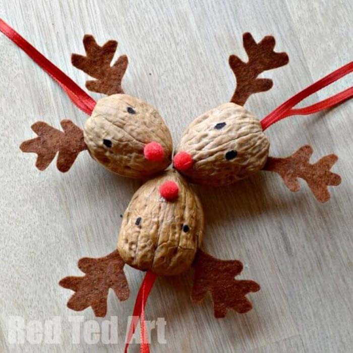 Walnut Crafts – Reindeer Ornament #Christmas #rustic #ornaments #decorhomeideas