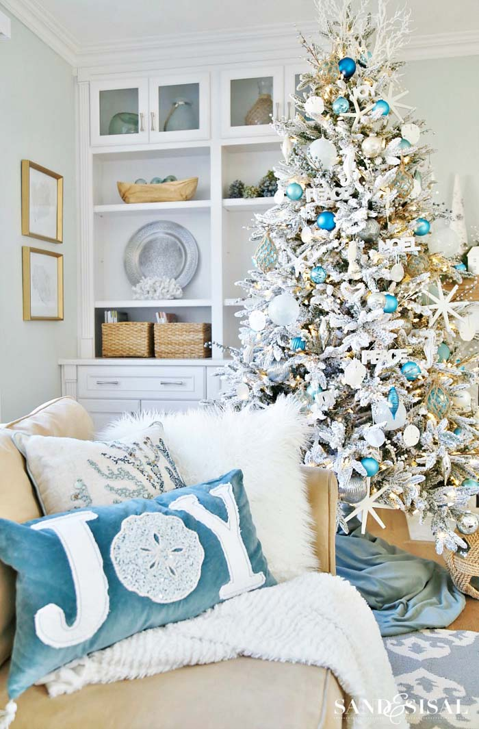 White Coastal Christmas Tree #diy #coastal #christmas #decorhomeideas