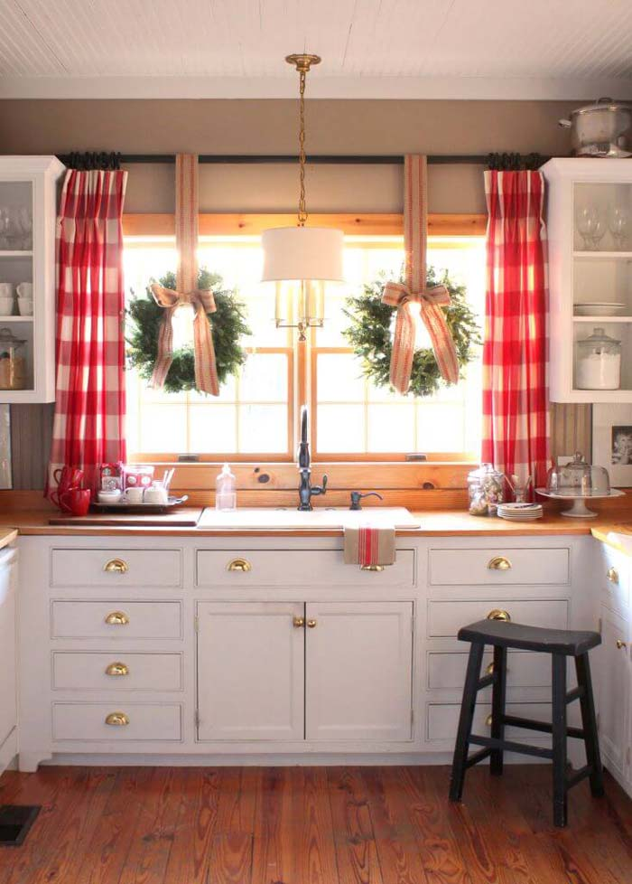 White Farmhouse Cabinets with Gold Hardware #farmhouse #kitchen #cabinet #decorhomeideas