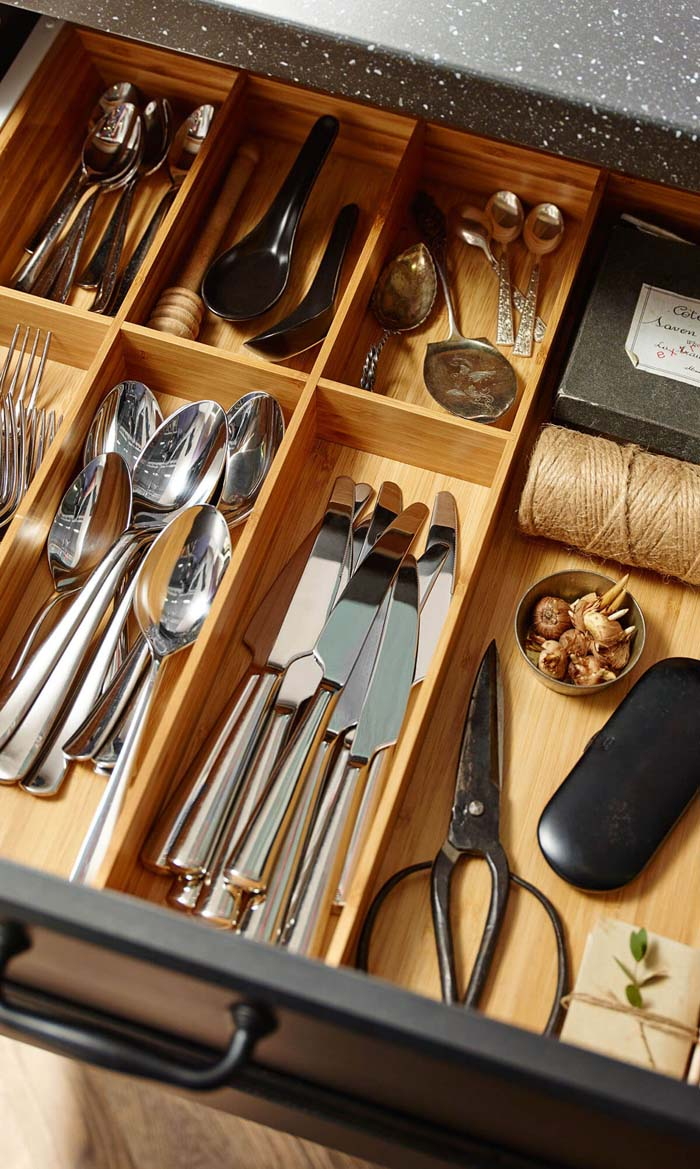 Wooden Dividers to Organize Your Utensil Drawers #smallkitchen #storage #organization #decorhomeideas