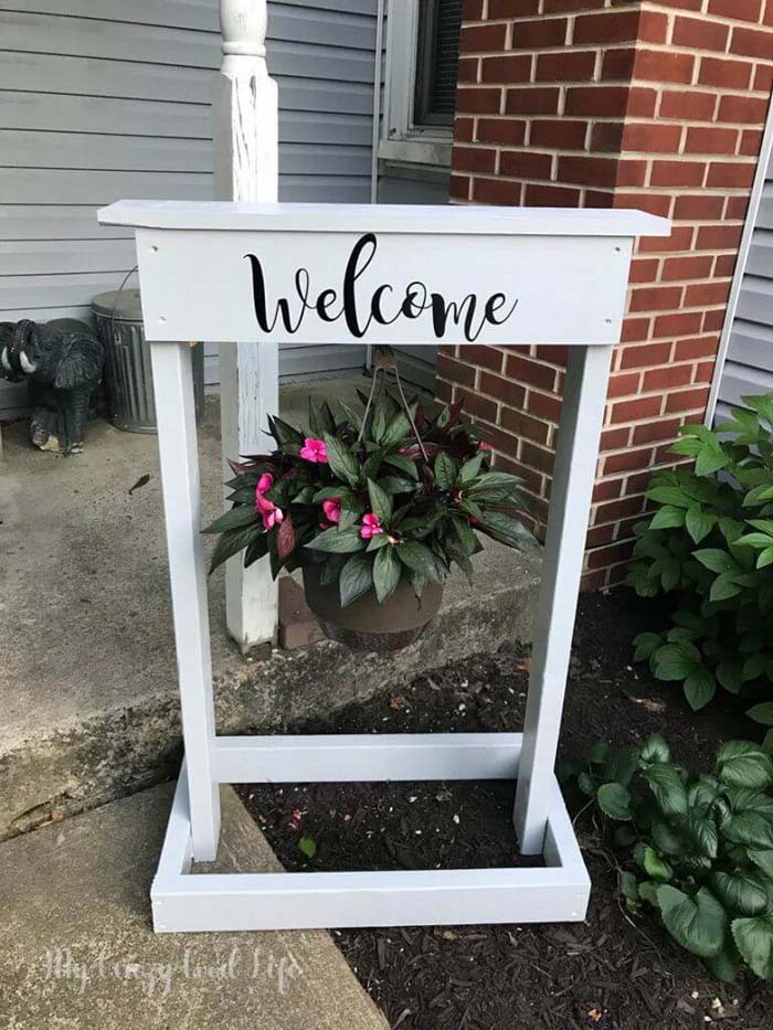 Wooden Plant Hanger and Welcome Sign #flowerpot #frontdoor #frontporch #decorhomeideas