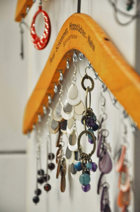 Use An Old Wooden Hangar To Store Your Necklaces #organization #storage #home #decorhomeideas