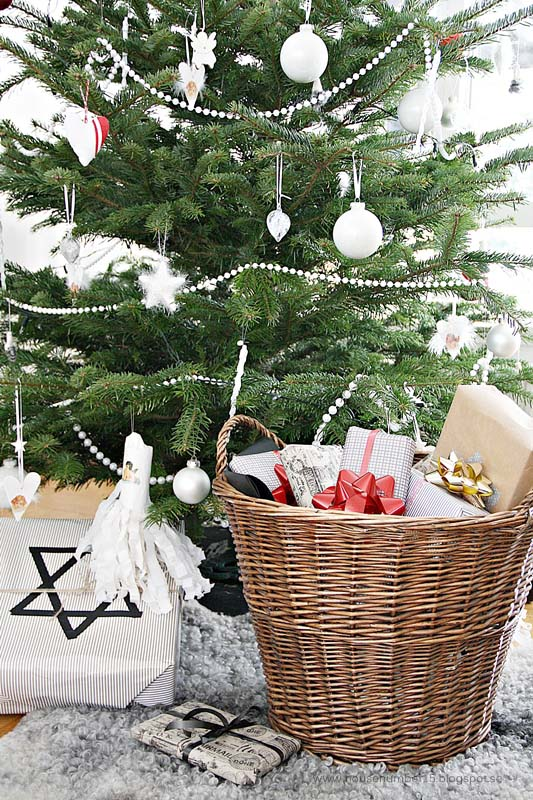 A Greeting #Christmas #minimalist #decor #decorhomeideas