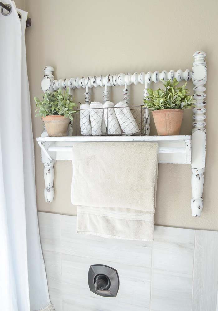 Another Way to Upcycle a Bedrail #farmhouse #furniture #decorhomeideas
