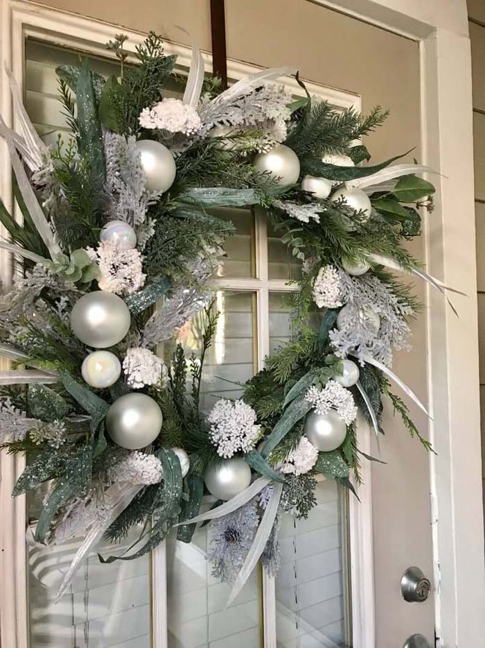 Bauble and Feather Pine Wreath #Christmas #silver #decorations #decorhomeideas