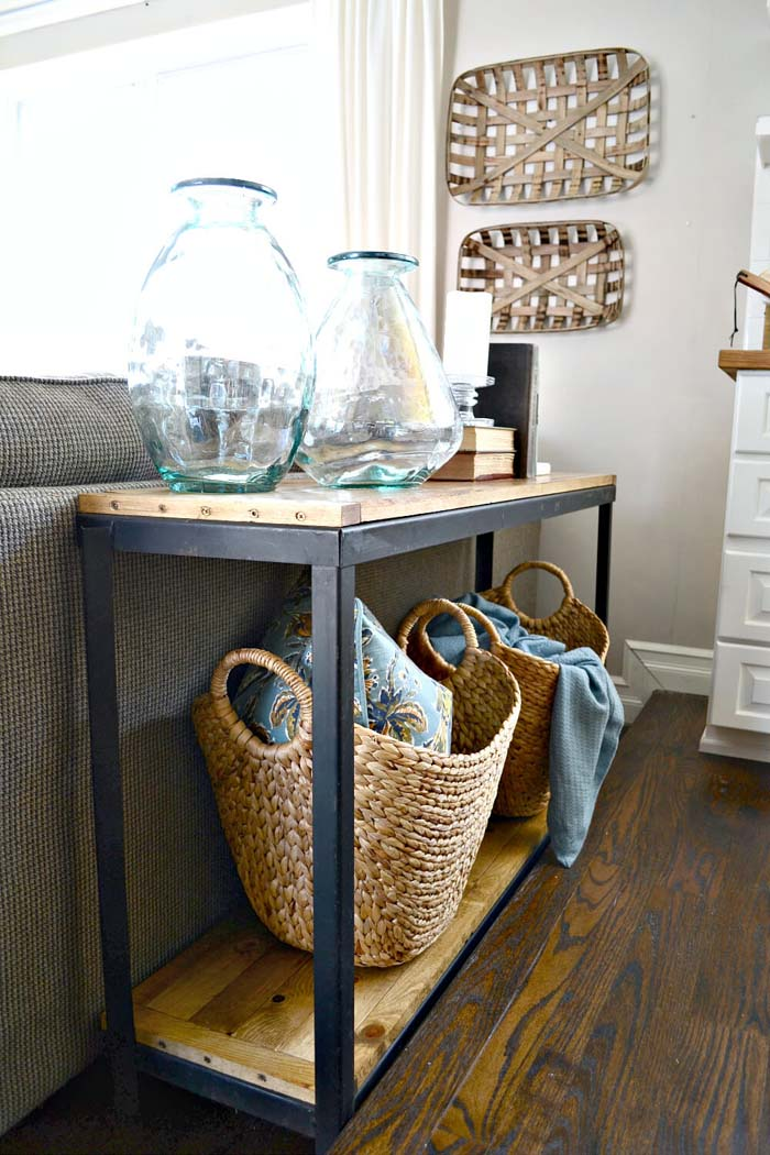 Chic Restructured Toolbox Sofa Table #sofatable #decorhomeideas