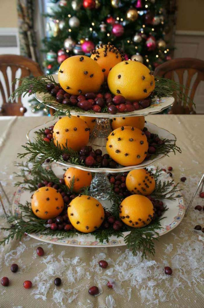 China Dessert Stand Featuring Traditional Clove-spiked Christmas Oranges #Christmas #cakestand #decorhomeideas